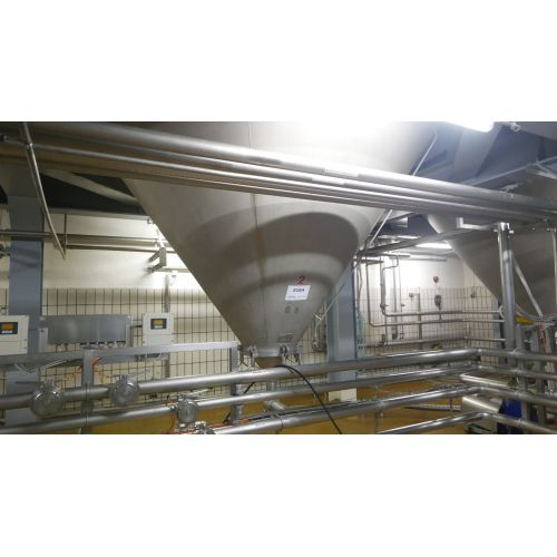 125.000 litre CCT Pressure Tanks/ Beer Tanks with Isolation Round vertical, working pressure: 2,0 bar