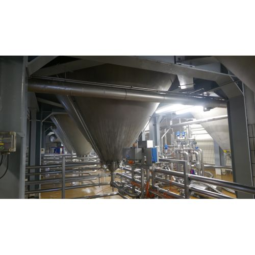 125.000 litre CCT Pressure Tanks/ Beer Tanks with Isolation and Cooling jacket Round vertical, working pressure: 2,0 bar