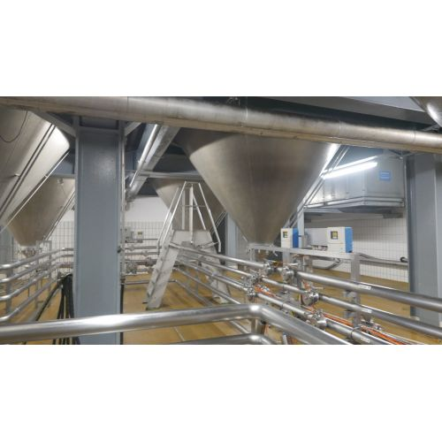 123.500 litre CCT Pressure Tanks/ Beer Tanks with Isolation and cooling jacket Round vertical, working pressure: 2,0 bar