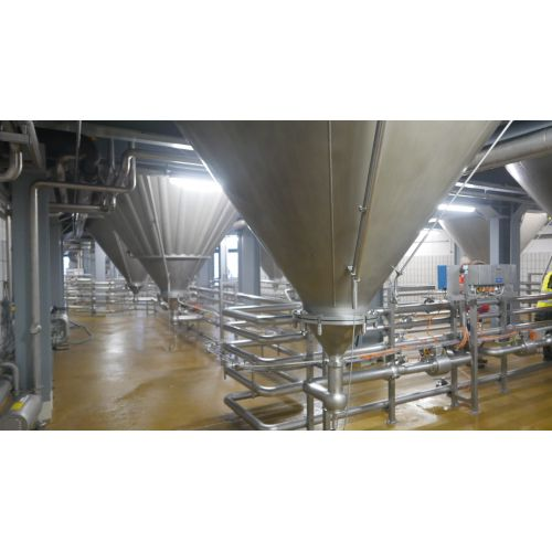 123.500 litre CCT Pressure Tanks/ Beer Tanks with Isolation Round vertical, working pressure: 2,0 bar