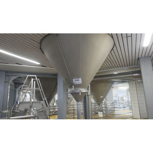123.500 litre CCT Pressure Tanks/ Beer Tanks with Isolation and cooling jacket ound vertical, working pressure: 2,0 bar