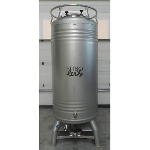 beer tanks/pressure tanks 800 liters in AISI304