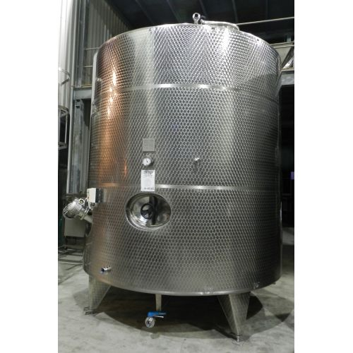 Milk Tank 12.000 Litres in AISI 3041with agitator